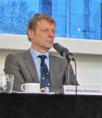 """Wolfgang Donsbach - Photo (cc) Roemerberggespraeche-2013-wolfgang-donsbach-ffm-887"""" von Dontworry - Eigenes Werk. Lizenziert unter CC BY-SA 3.0 über Wikimedia Commons - https://commons.wikimedia.org/wiki/File:Roemerberggespraeche-2013-wolfgang-donsbach-ffm-887.jpg#/media/File:Roemerberggespraeche-2013-wolfgang-donsbach-ffm-887.jpg"""