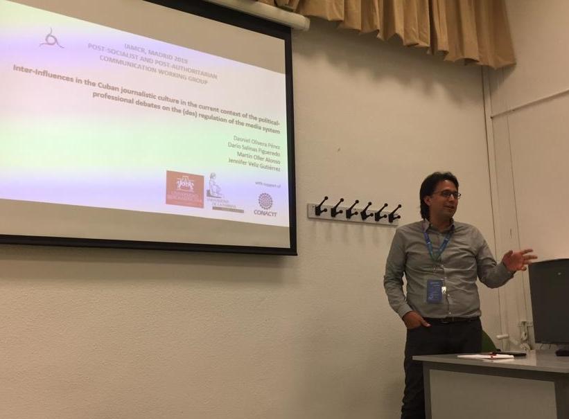 Dasniel Olivera presenting at IAMCR 2019