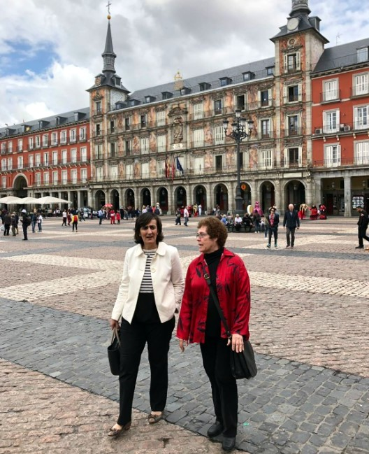 Loreto Corredoira and Janet Wasko in Madrid's Plaza Mayor