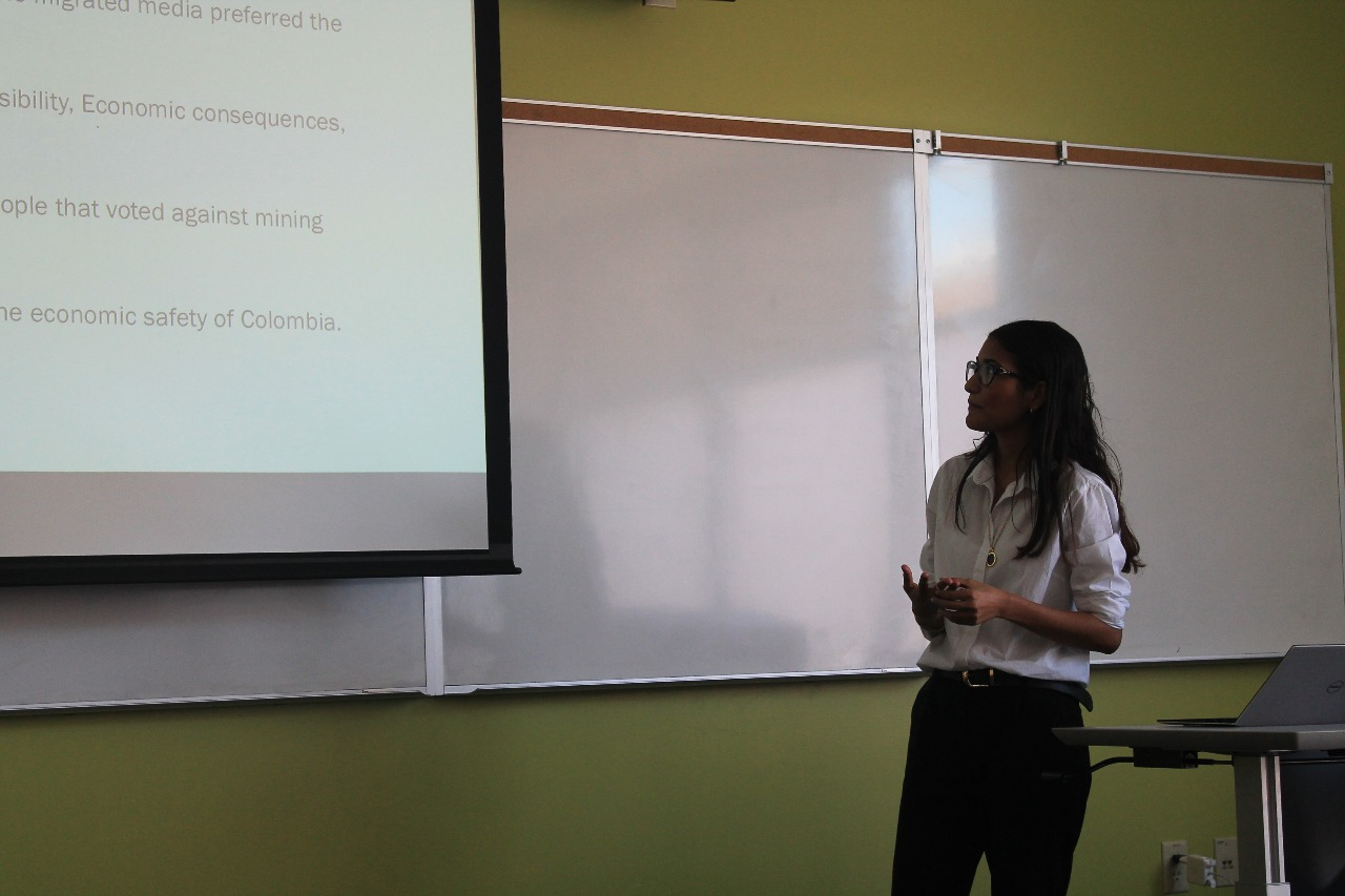 Emy Osorio presenting her work in Eugene