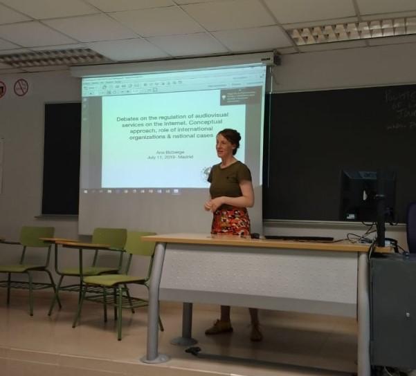 Ana Bizberge presenting her paper at IAMCR 2019