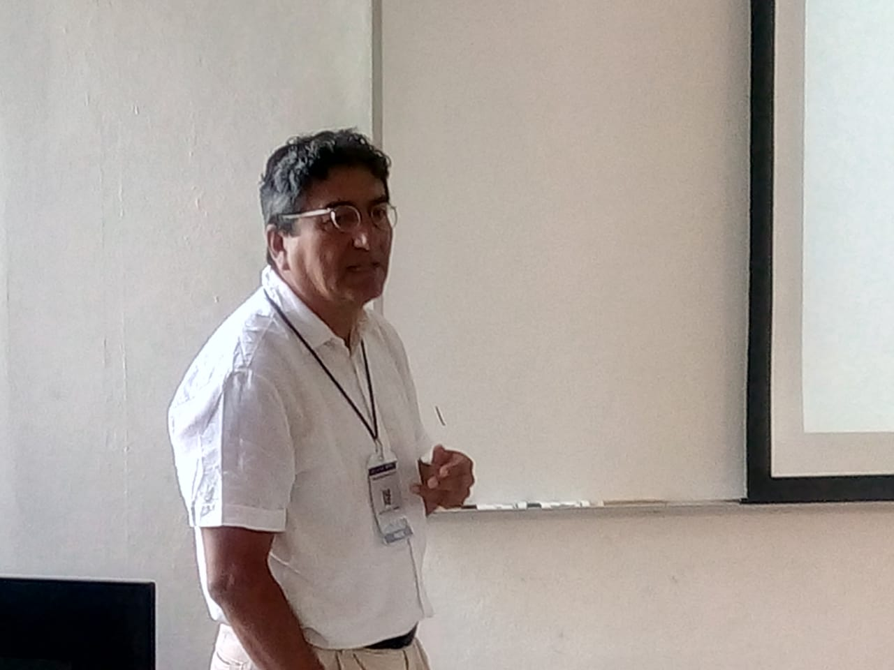 Sandro Macassi presenting his paper at IAMCR 2019